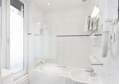 Hipotel Paris Gare du Nord Merryl - Paris - Bathroom