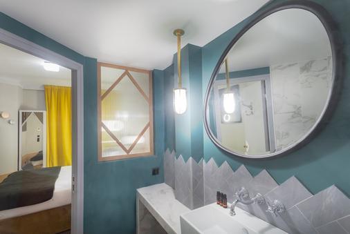 Handsome Hotel By Elegancia - Paris - Bathroom