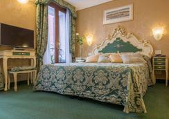 Hotel Becher - Venice - Bedroom