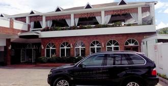 Village Hotel - Ocho Rios - Building