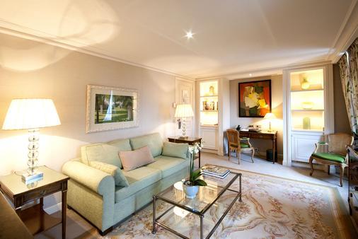 Chateau Les Crayeres - Reims - Living room