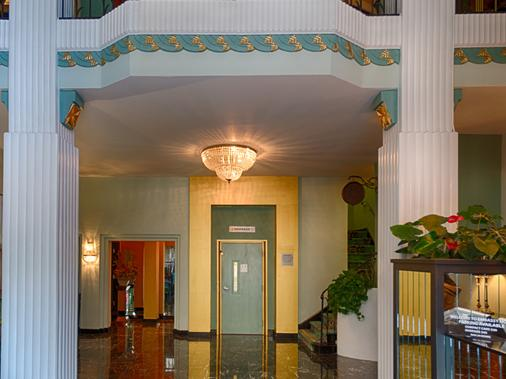 Embassy Hotel - San Francisco - Hallway