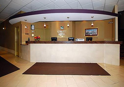 Quality Hotel & Suites At The Falls - Niagara Falls - Front desk