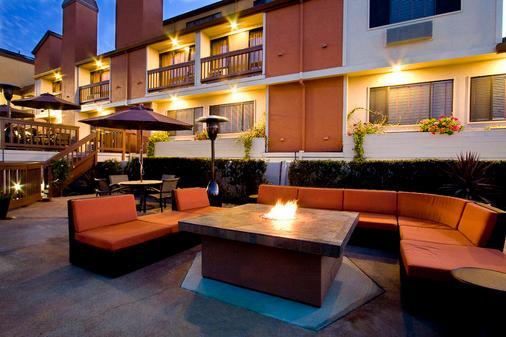 Mariposa Inn & Suites - Monterey