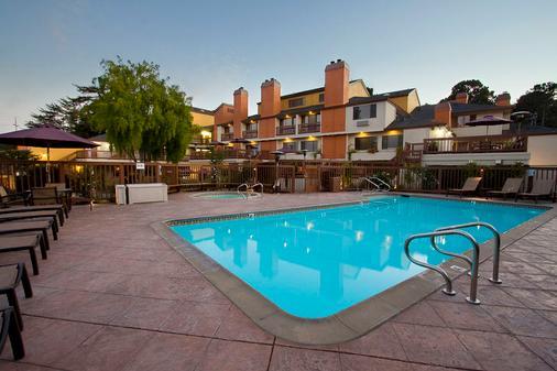Mariposa Inn & Suites - Monterey - Pool