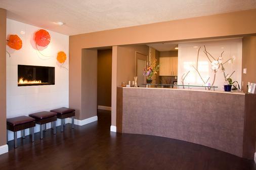 Mariposa Inn & Suites - Monterey - Front desk