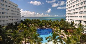 Oasis Palm - Cancun - Building