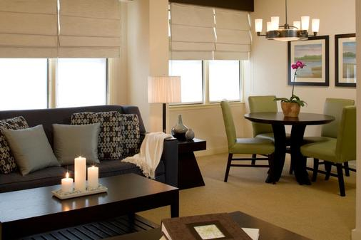 Gardens Suites Hotel by Affinia - New York - Living room