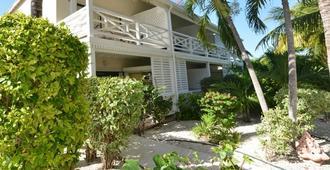Caribbean Paradise Inn - Providenciales - Building