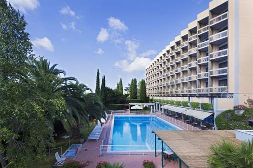 Hotel Midas - Rome - Building