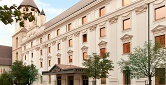 Hilton Budapest - Budapest - Building