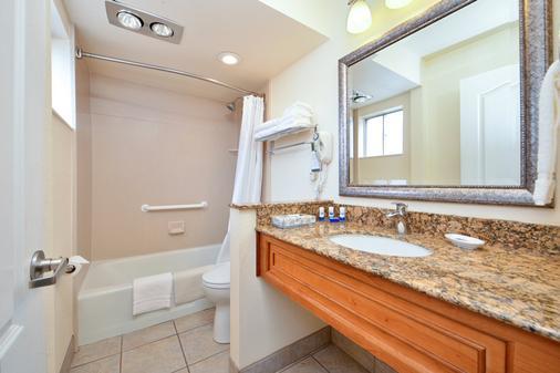 Best Western Plus A Wayfarer's Inn and Suites - Kingman - Bathroom