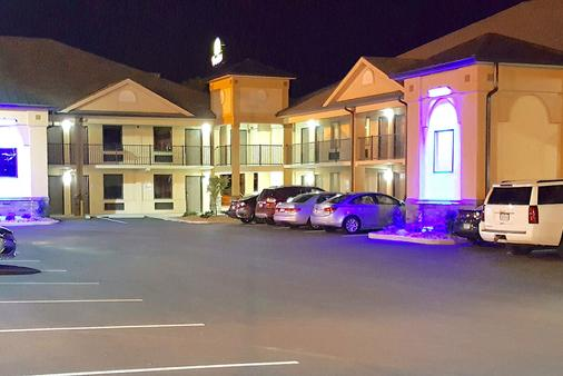 Baymont by Wyndham, Clarksville - Clarksville - Building