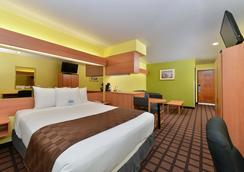 Microtel Inn & Suites by Wyndham Ft. Worth North/A - Fort Worth - Bedroom