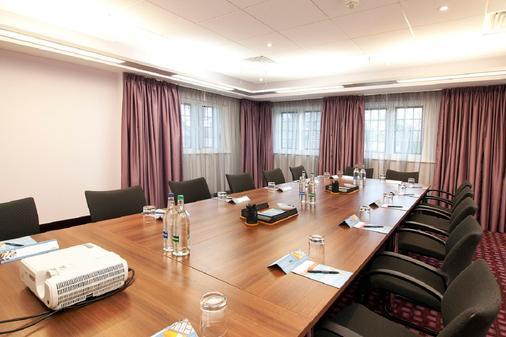 DoubleTree by Hilton London Heathrow Airport - Hounslow - Meeting room