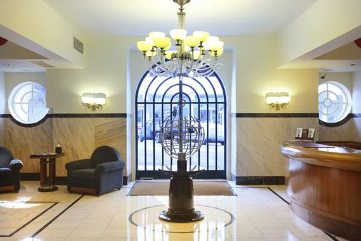Hotel Britania - Lisbon - Front desk