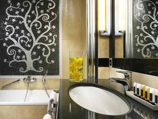 Fh Grand Hotel Palatino - Rome - Bathroom