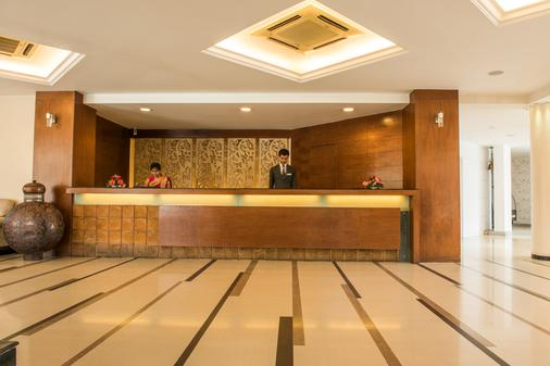 The Red Maple Mashal - Indore - Front desk