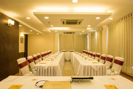 The Red Maple Mashal - Indore - Meeting room