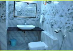 Hotel Green View International - Udaipur - Bathroom