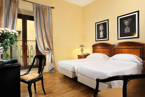 Grand Hotel Cavour - Florence - Bedroom