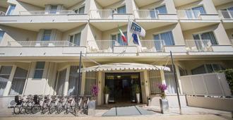 Grand Hotel - Forte dei Marmi - Building