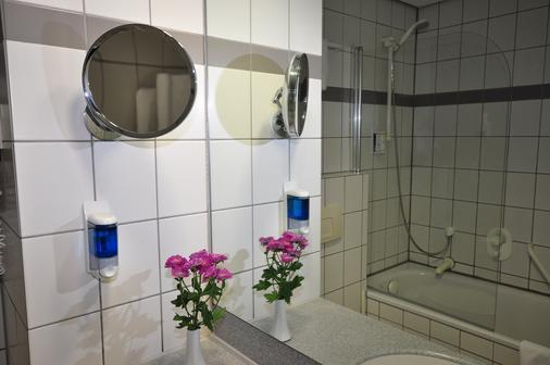 Achat Comfort Airport & Messe Stuttgart (Form. Golden Leaf) - Stuttgart - Bathroom