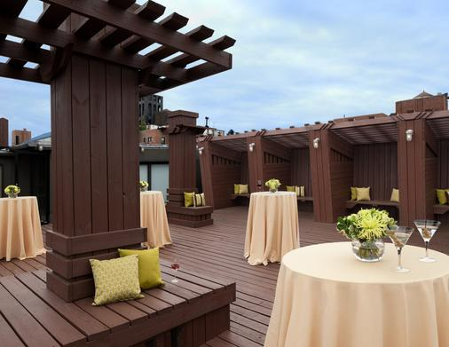 The Lucerne Hotel - New York - Patio