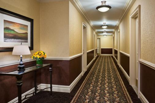 The Lucerne Hotel - New York - Hallway