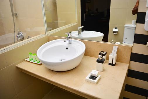 Unique Cottages - Nuwara Eliya - Bathroom