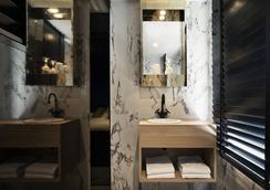 Yup Hotel - Different Hotels - Hasselt - Bathroom