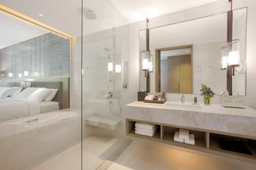 Phuket Marriott Resort and Spa, Nai Yang Beach - Phuket City - Bathroom