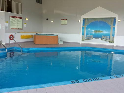 Hotel Vacances Tremblant - Mont-Tremblant - Pool