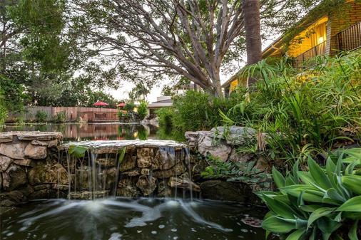 Ramada Santa Barbara - Santa Barbara - Outdoor view