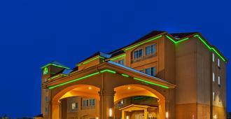 La Quinta Inn & Suites Fort Worth Eastchase - Fort Worth - Building