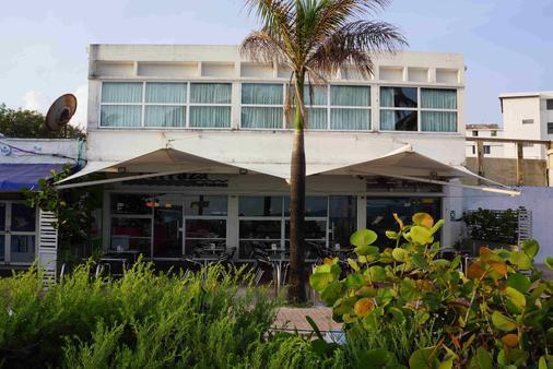 Portobelo Beach - San Andrés - Building