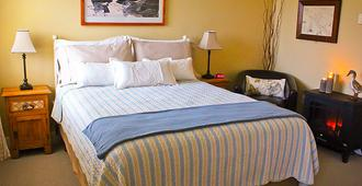 Wild Pacific Bed And Breakfast - Ucluelet - Bedroom