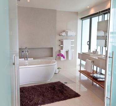Hilton Auckland - Auckland - Bathroom