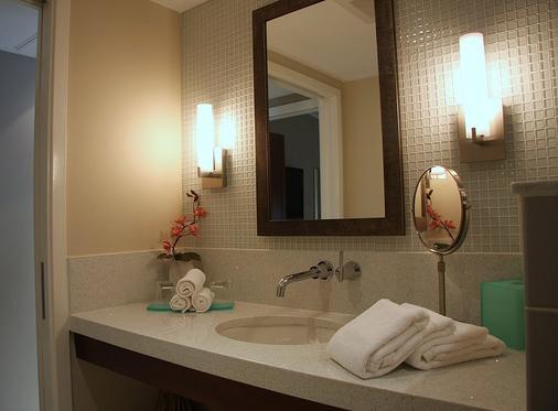 Orchid Key Inn - Key West - Bathroom