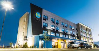 Tru by Hilton Cedar Rapids Westdale - Cedar Rapids - Building