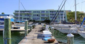 Charthouse Hotel & Suites - Clearwater Beach - Building