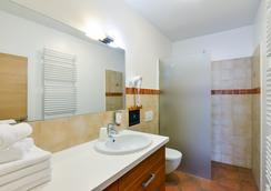 Ahotel Ljubljana - Ljubljana - Bathroom