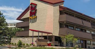 Red Roof PLUS+ St Louis - Forest Park/Hampton Ave. - St. Louis - Building