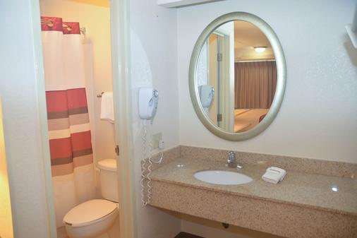 Red Roof Inn Baton Rouge - Baton Rouge - Bathroom