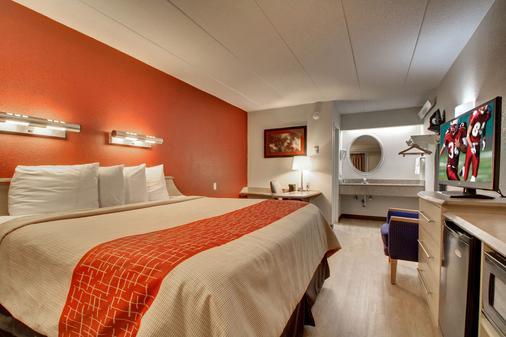 Red Roof Inn St Louis - Westport - St. Louis - Bedroom