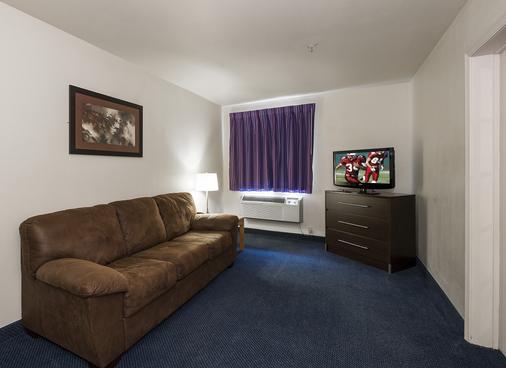 Red Roof Inn St Robert - Ft Leonard Wood - St Robert - Living room