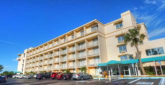Howard Johnson Resort Hotel by Wyndham, St. Pete Beach FL - Saint Pete Beach - Building