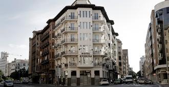 Hotel Avenida - Pamplona - Building