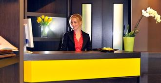 Colors Hotel - Rome - Front desk