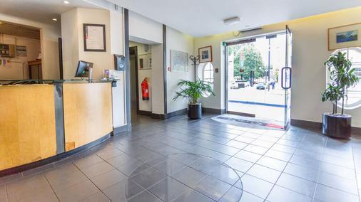 La Reserve Hotel - London - Front desk